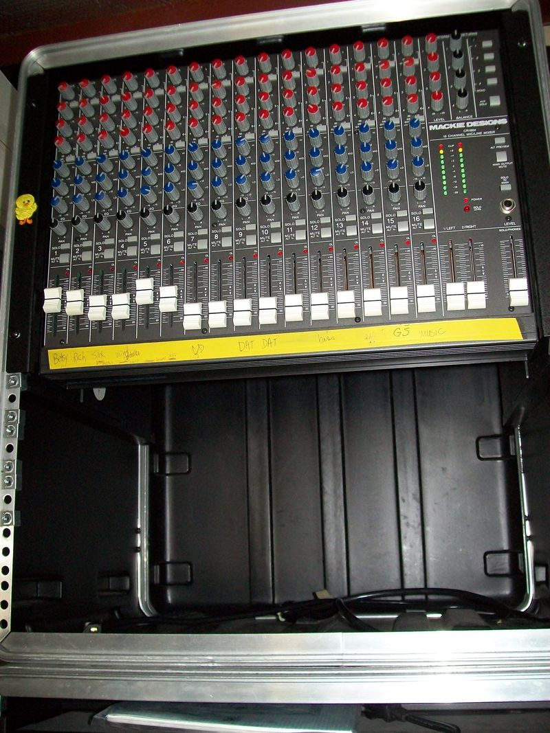 Rack SKB 12-space with mixer Mackie Designs CR1604
