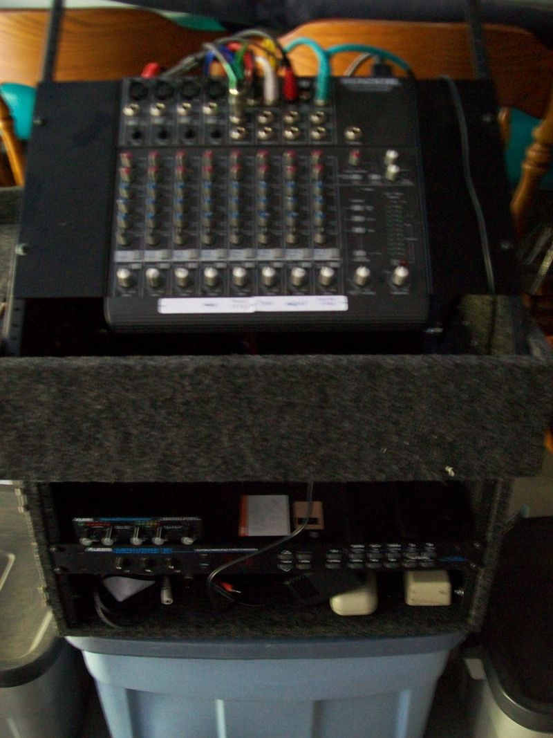 Rack 10x6-spaces carpeted with tilt top covers handles
